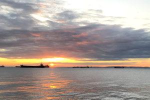 釣りの夕日の画像