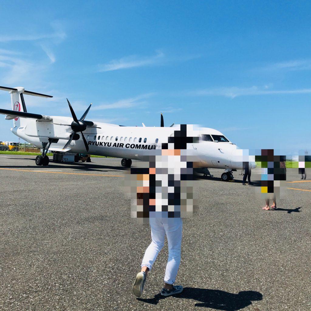 那覇から与論島の飛行機の画像
