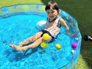 庭のプールの水捨てをホースで簡単にやる方法。狙った場所に排水するから汚れない!