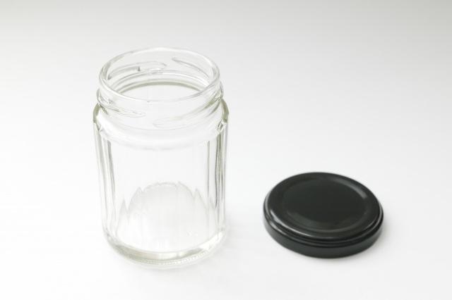 瓶のシールがベタベタな時の剥がし方&資源ごみは剥がす必要ない理由